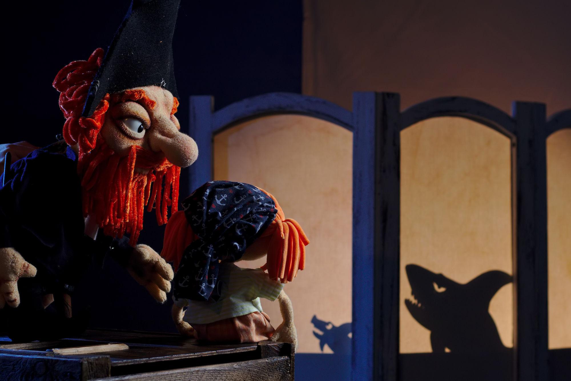 Nachts entwickelte Molly zusammen mit Biggi, dem Huhn, einen Fluchtplan.