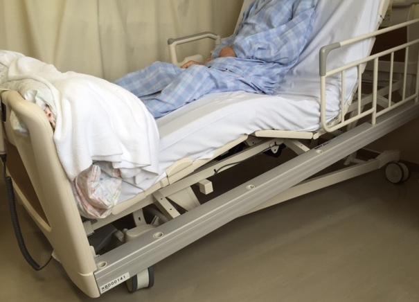 新しい電動ベッドが入ります(写真2)