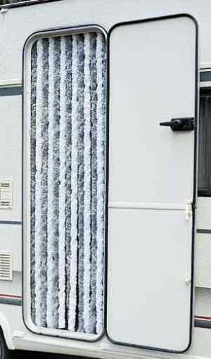 Cortinas mosquiteras caravaning for Cortina mosquitera puerta