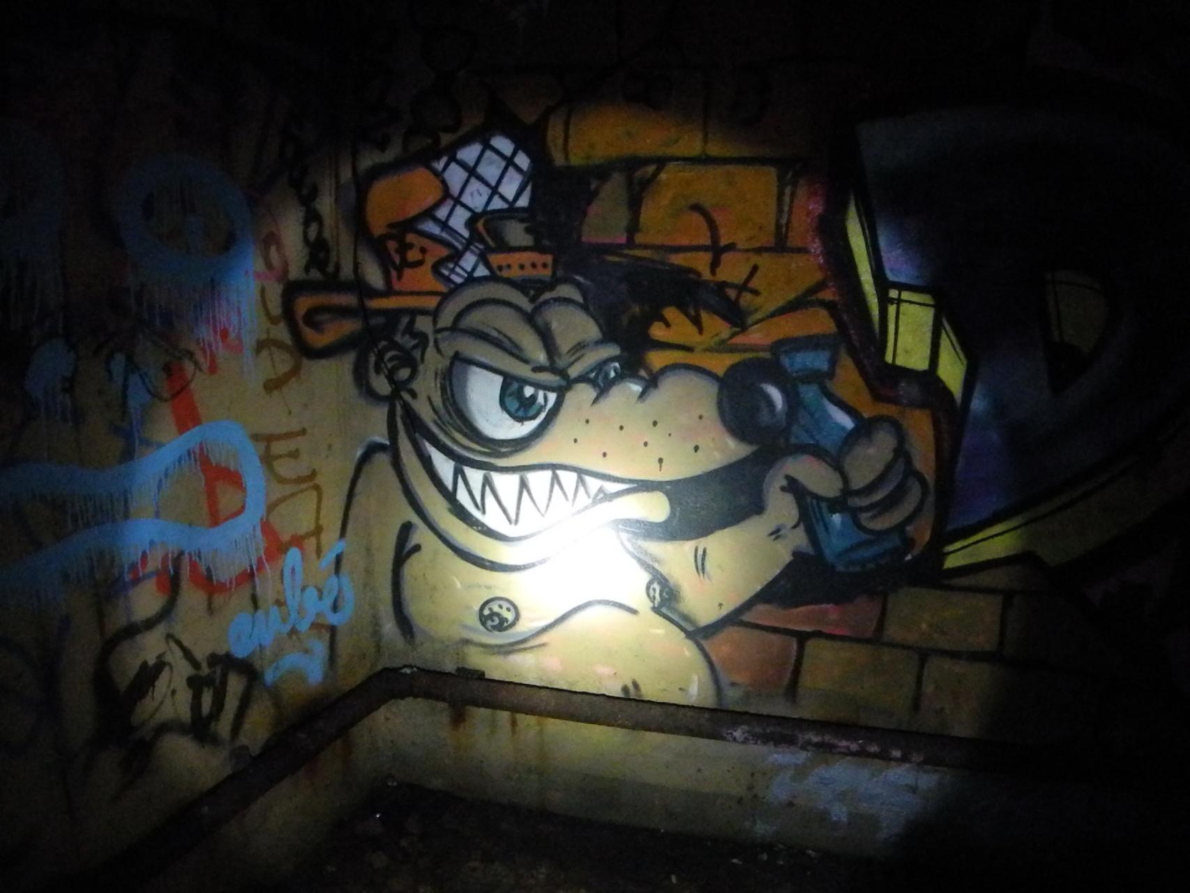 Dans le bunker, de nombreux grafs et tags