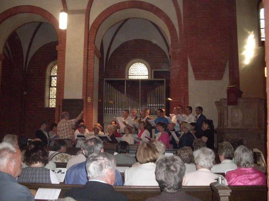 ein gemischter Chor gestaltete den Gottesdienst mit