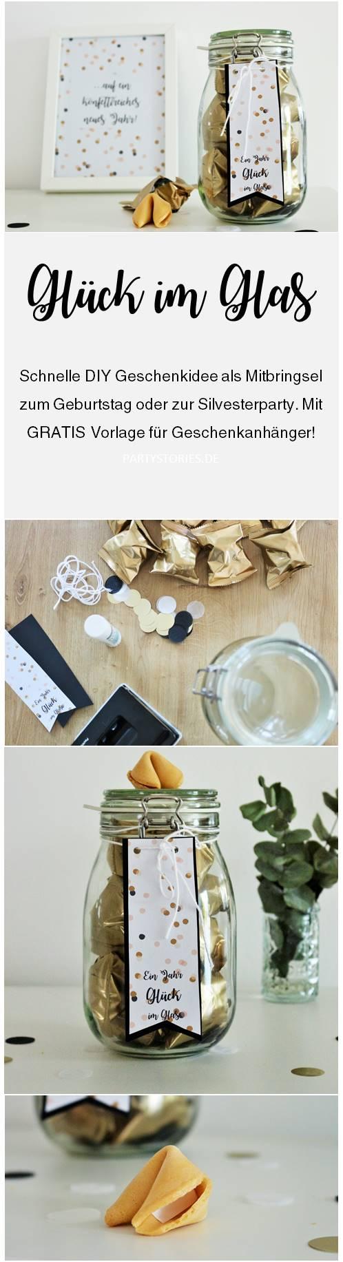 Bild: DIY Geschenkidee zum Geburtstag oder als Gastgeschenk für Silvester, ein Jahr Glück im Glas, Glückskekse schön verpacken, gefunden auf Partystories.de