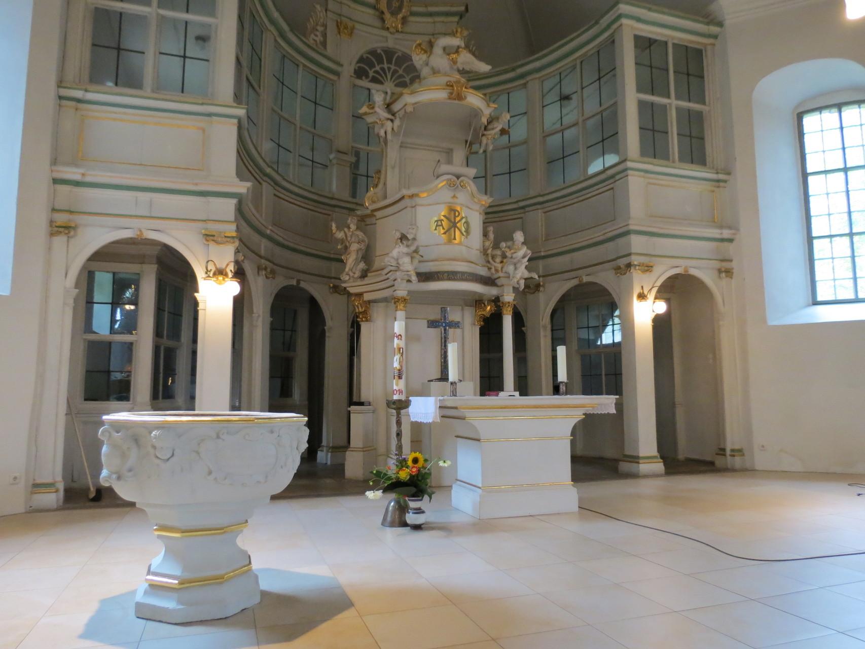 St. Bartholomäus Fassung und Vergoldung Taufstein