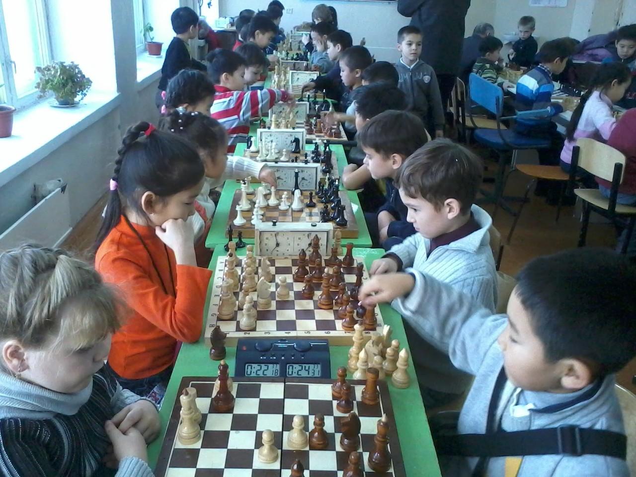 В турнире приняли участие 48 юных шахматистов