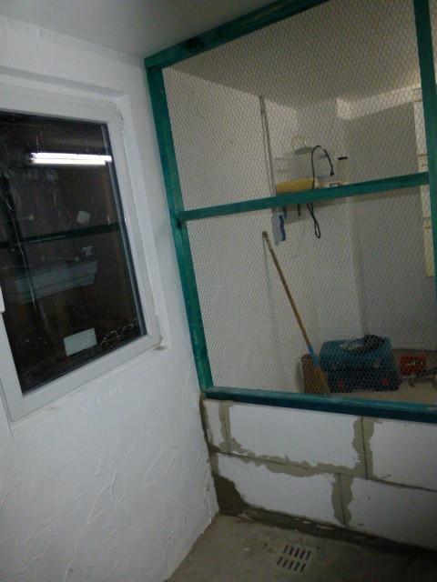 Da es mit dem Fenster nicht anders geht, muß die Schleuse etwas größer ausfallen und der Abfluß ist auch in der Schleuse aber kein Problem wir sind ja flexibel :-)