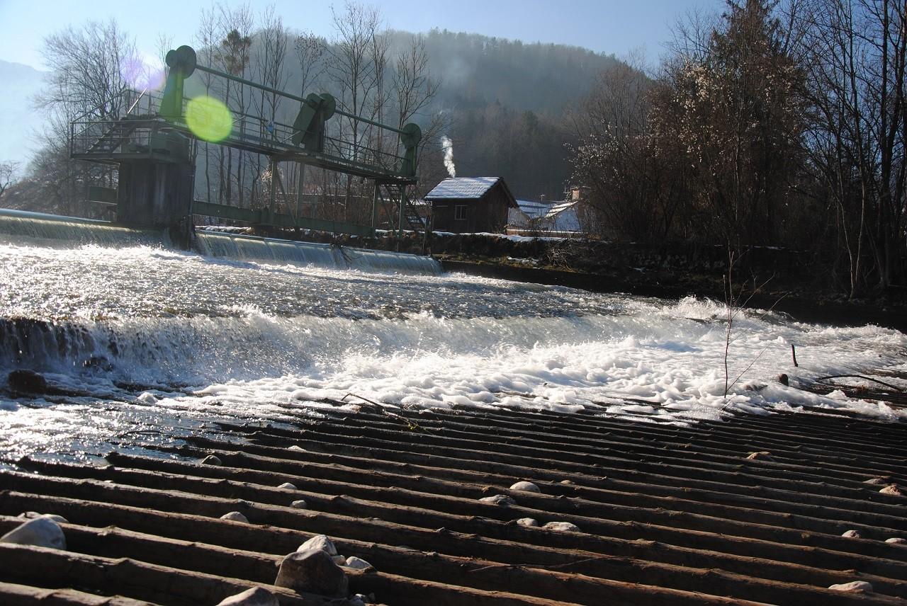 Schleusentor Weißenbachpolster bei Niedrigwasser