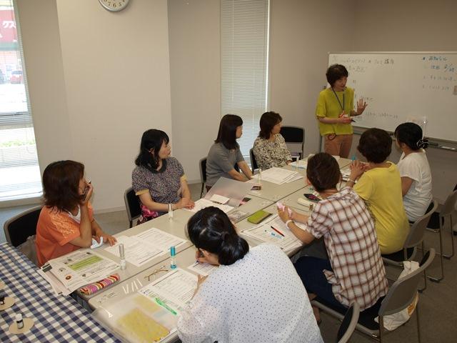 新潟日報カルチャースクール長岡教室ハッピーエイジングアロマ講座の様子。