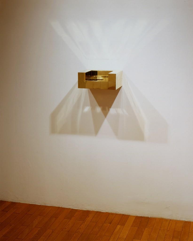 小林正樹展 Chain Link - 5   「玉座」< throne > brass. 2005