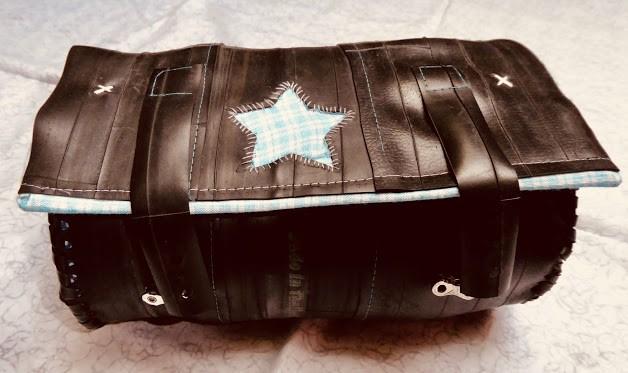prototype de sacoche bidon pour guidon de vélo, parfait pour voyager.... doublure en tissus, fermeture avec lien et maillon de chaine, étoile décorative