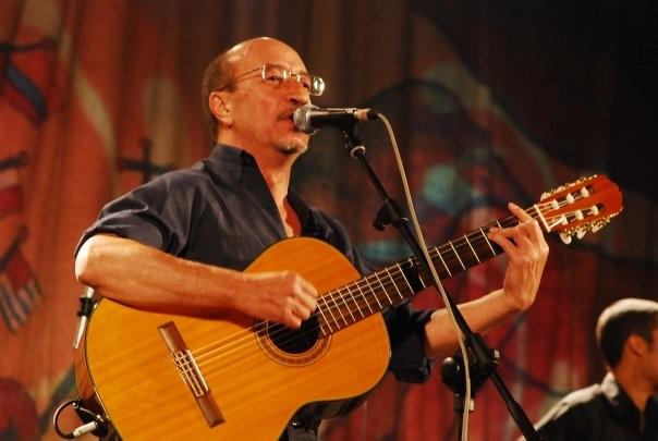 Julio Lacarra, músico, compositor, cantautor