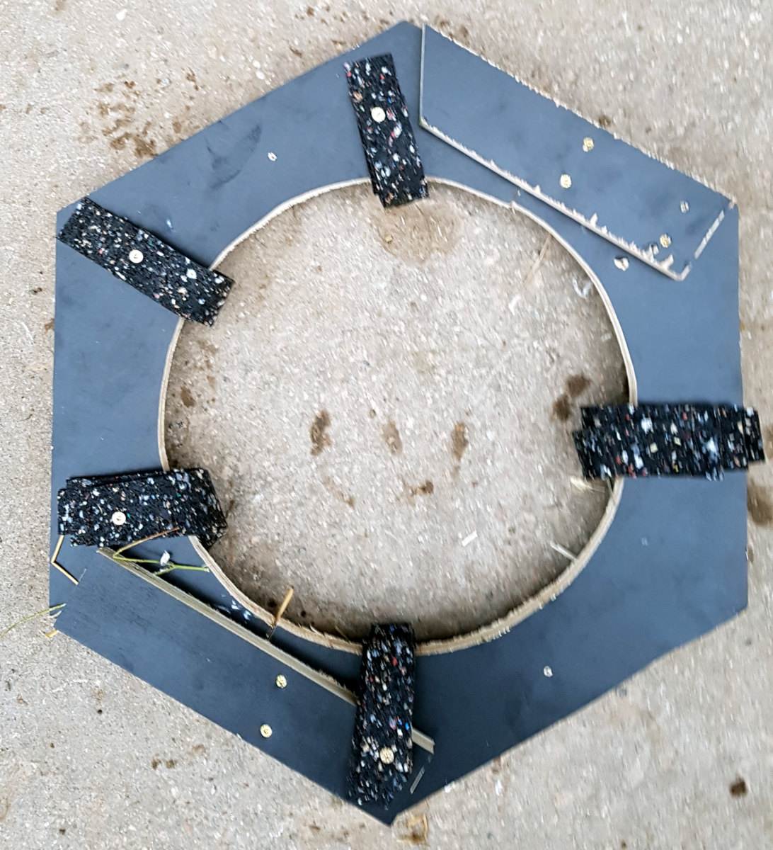 Auf sechs Seiten sollen die Bretter mit einer ungefähren Breite von 30 Zentimeter angebracht werden.