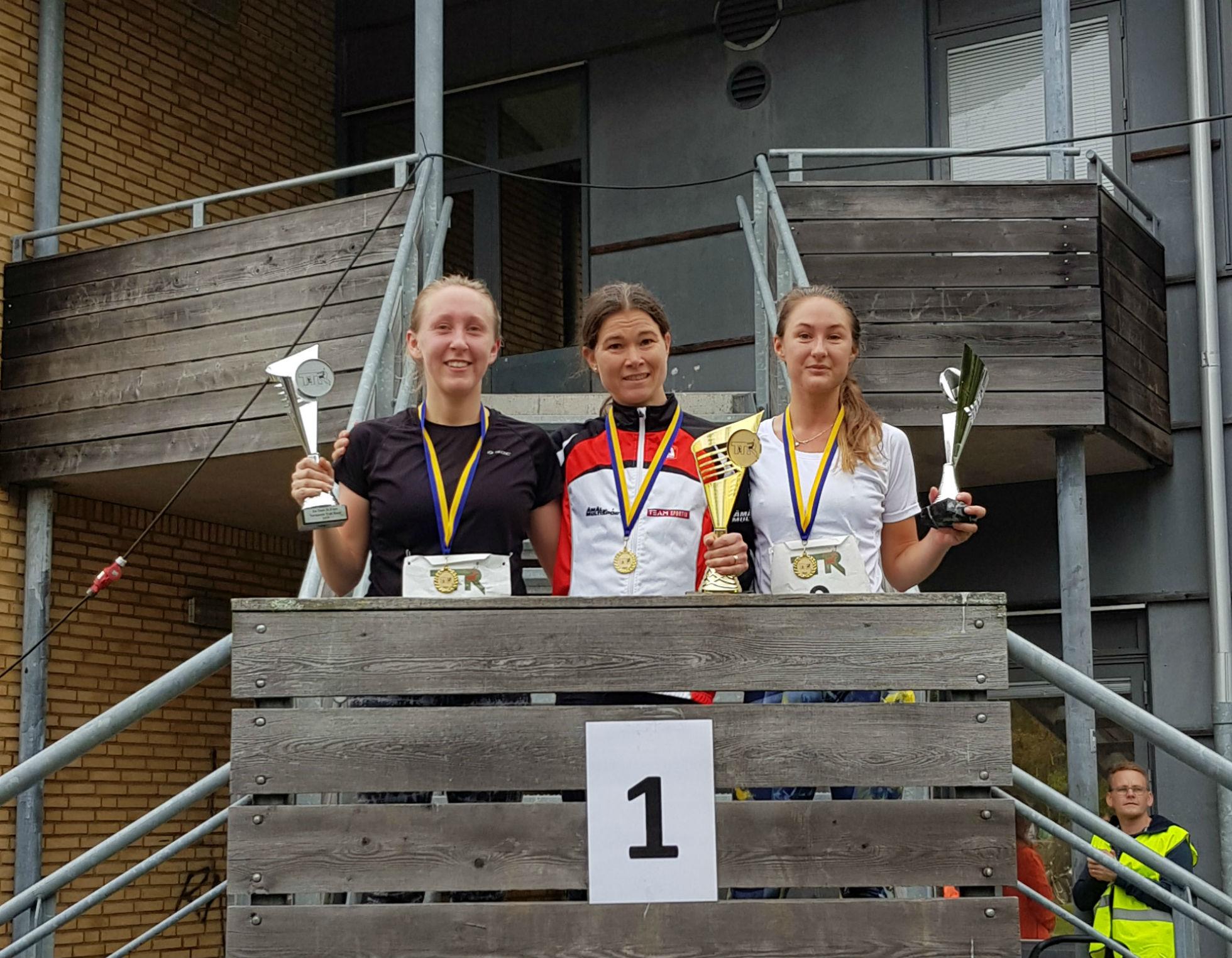 21,5km Damer: 1:a Erika Åhl Jensen, 2:a Ottilia Rasimus, 3:a Carolina Bergström