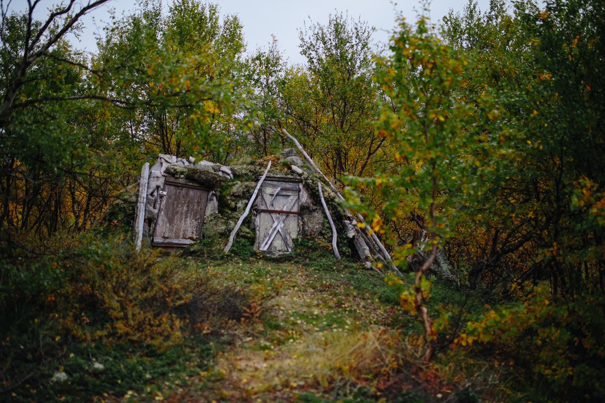 Eine uralte Sami-Hütte