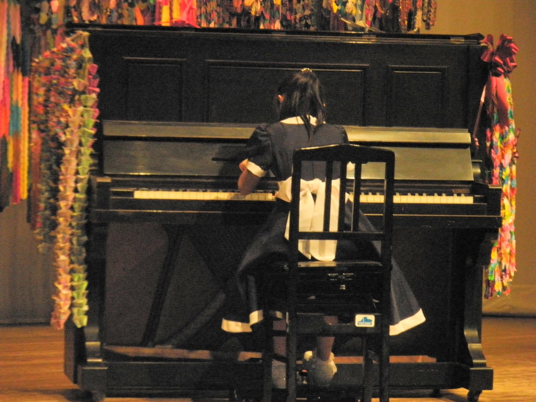 被爆ピアノ演奏 一般参加 吉澤 まひろちゃん