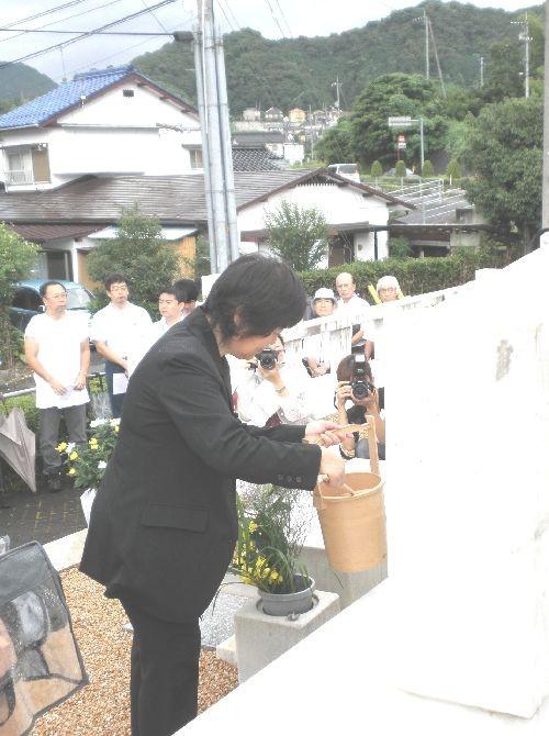 献水 (ゆだ苑 中山 光江 理事)