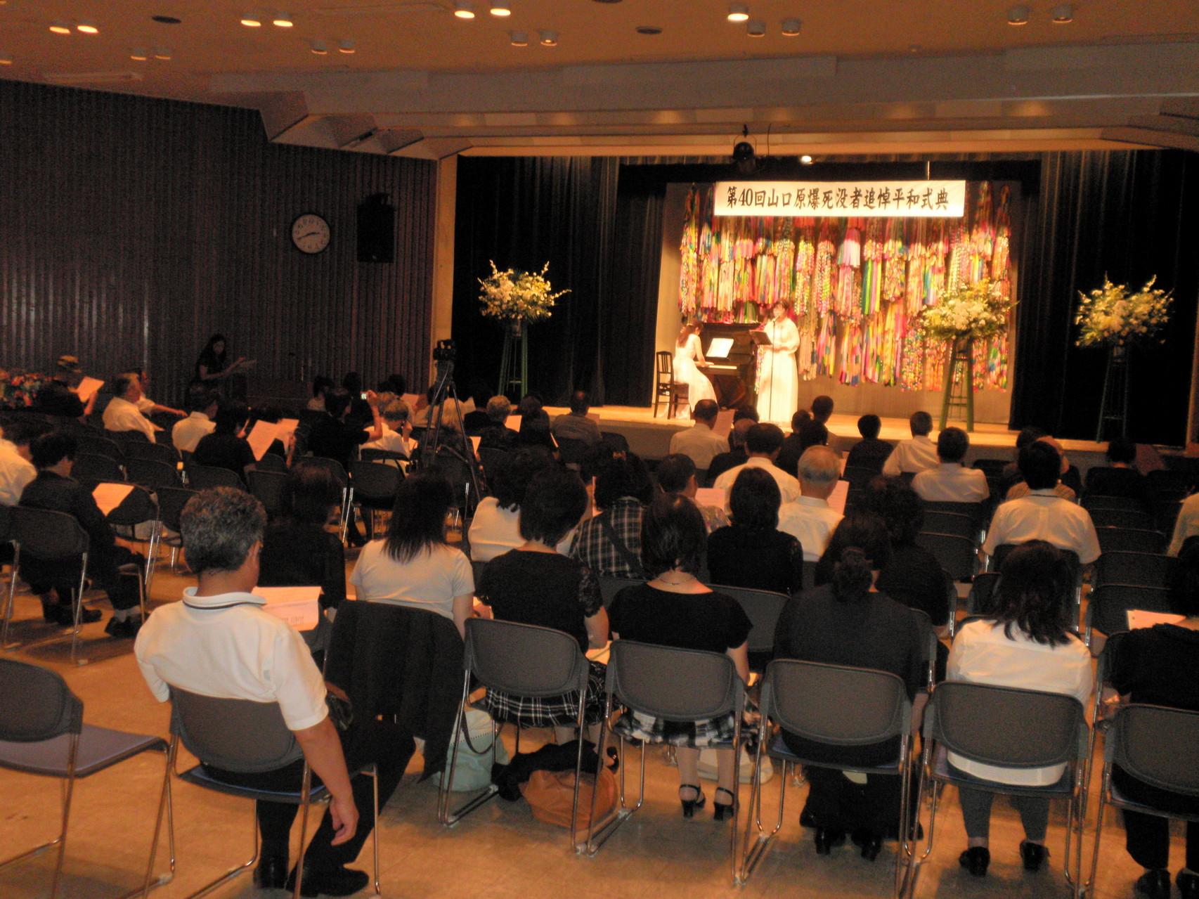 ソリスト 大島 久美子さん 「ひろしま平和の歌」 歌詞指導 (ピアノ伴奏:森須 奏絵さん)
