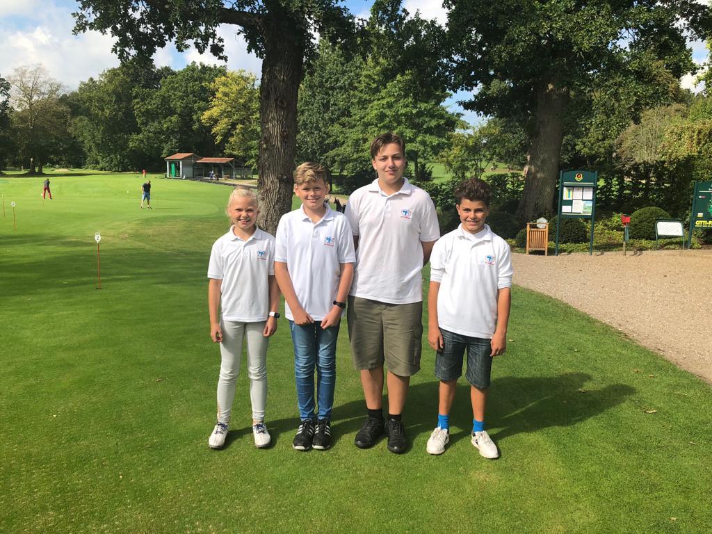 Unsere Mannschaft in Altenhof: Rieke, Jarne, Jan und Ben