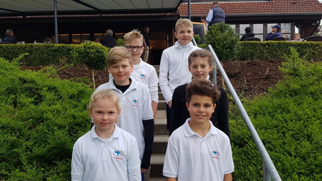 Unsere Mannschaft in Kitzeberg (u.l. - o.r.): Rieke, Ben, Jarne, Ella, Christian, Caspar
