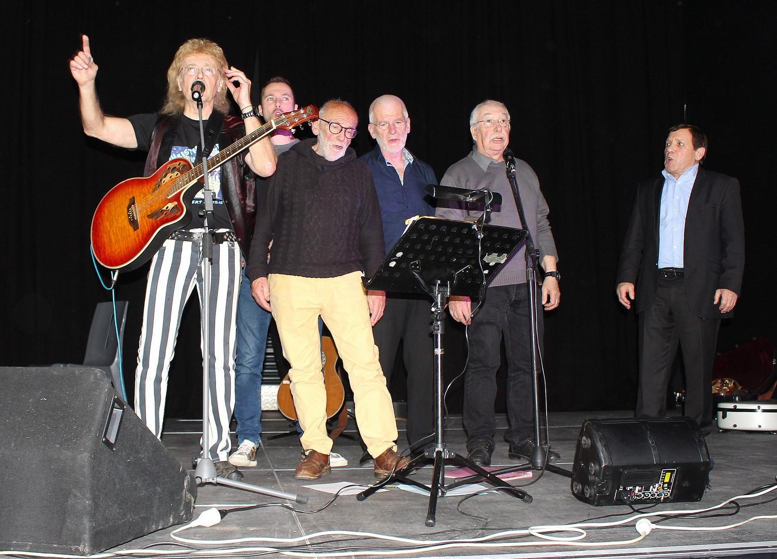 De gauche à droite : Christian ALMERGE, JOANDA, Claude Marti, Eric FRAJ, MANS DE BREISH, Guy SIE (Maire de Fleury)