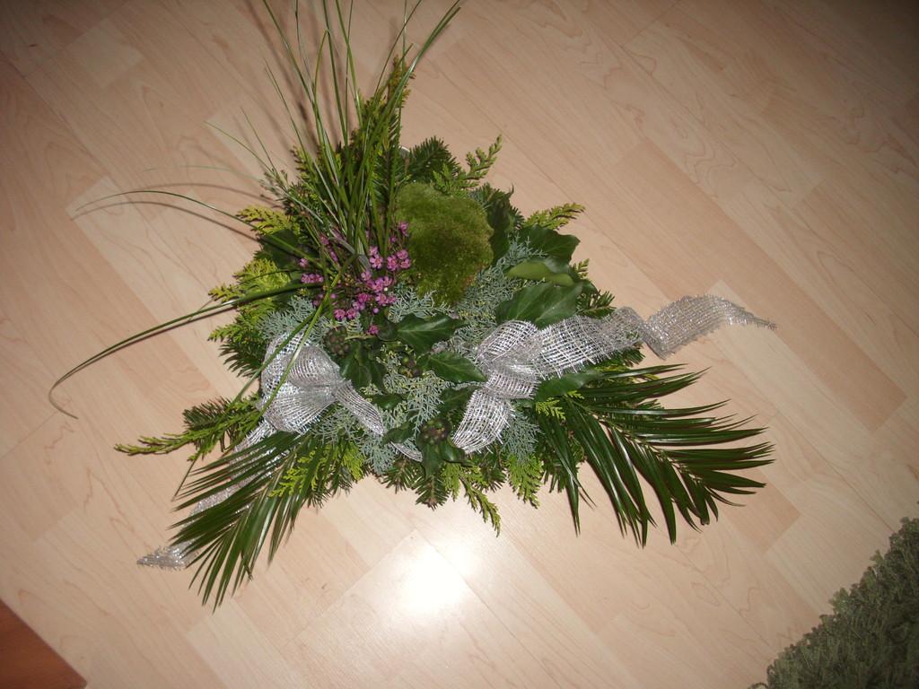 Arrangement  auf Wunsch  2010 mit Wachsblüten,Klumpenmoos,Bärengras und diverse Grün