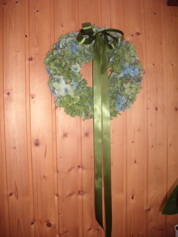 Kranz  aus frischen Hortensien handgebunden