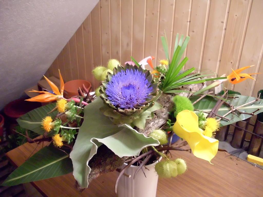 Spezialstrauss mit Sündlichen Blumen arangiert