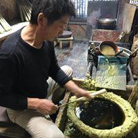 松井本和蝋燭工房の職人歴50年以上の和ろうそく職人
