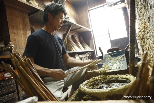 年輪模様ができる全行程手作りの和ろうそくを製作する3代目和ろうそく職人