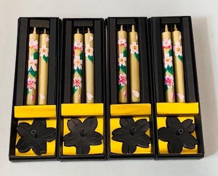 商品紹介 贈答品やふるさと納税で人気の桜クリスタル手描き絵ろうそく桜鉄燭台のセット(伝統の和ろうそく)の紹介