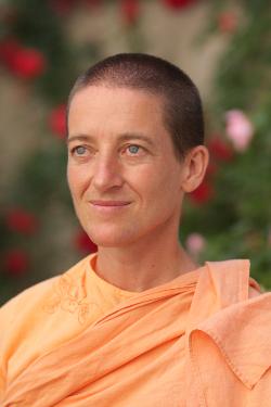 Swami Mangalananda Giri a tours - centre de yoga traditionnel sonia djaoui