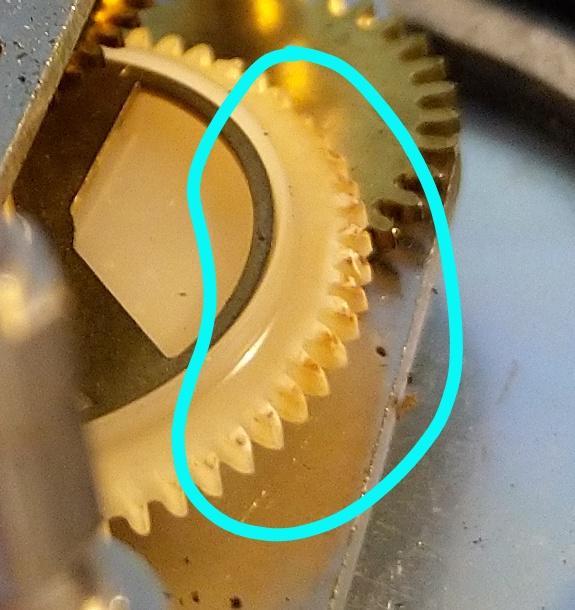 geschmolzenes Zahnrad, verursacht durch eine durchgebrannte Spule