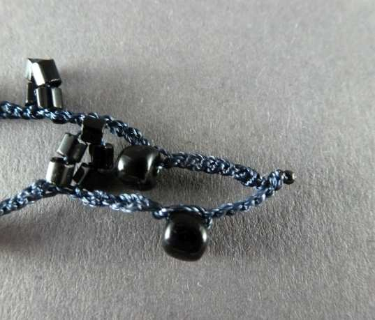 26. Das verschmolzene Garn sieht aus wie eine kleine Perle.
