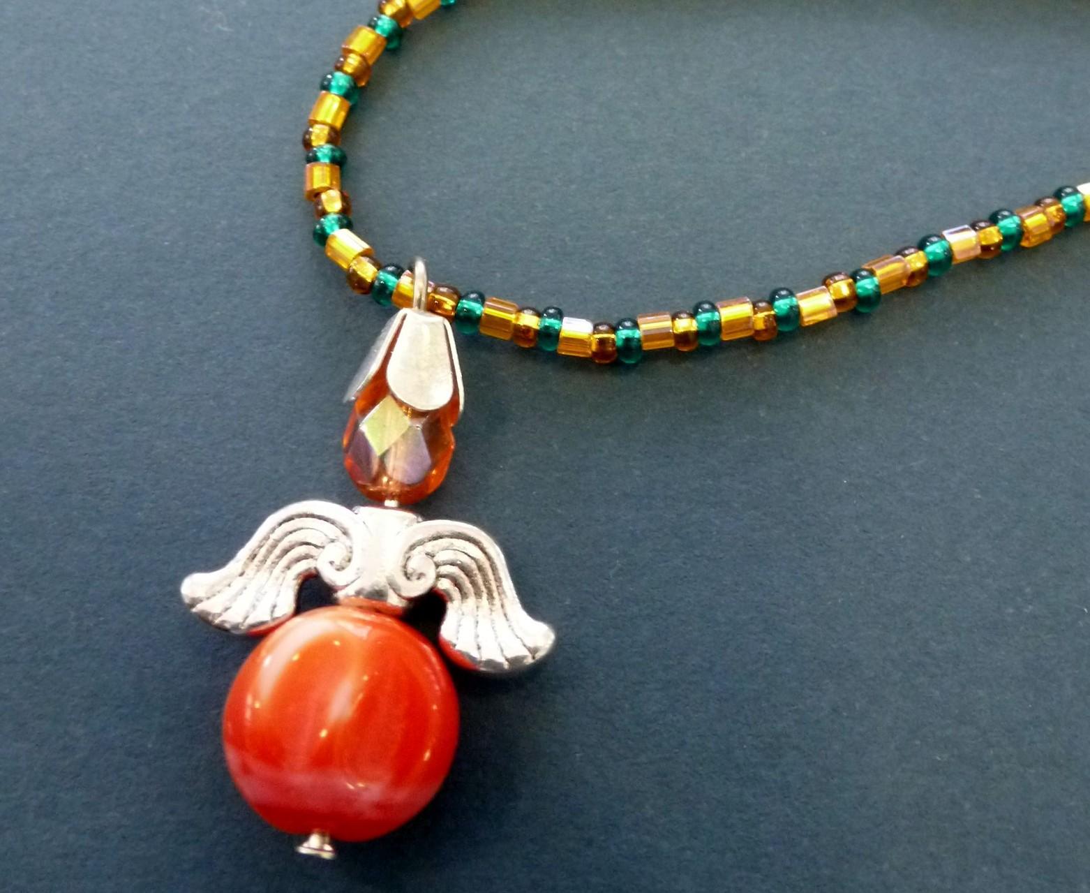 Engel mit Armband oder Kette