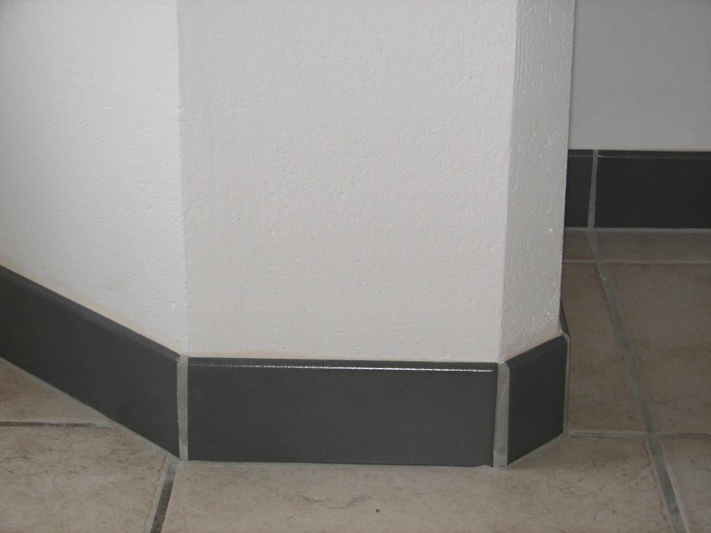 Plinthes grises