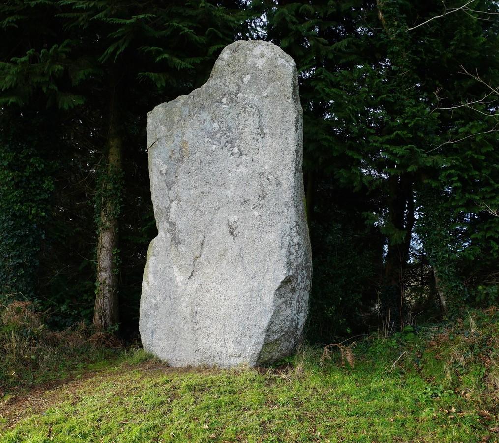 Le menhir de Kerelcun