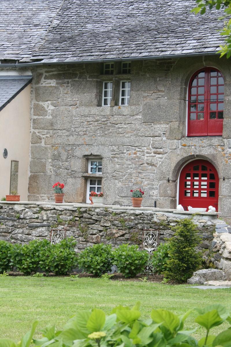 Une maison avec fenêtres à meneaux