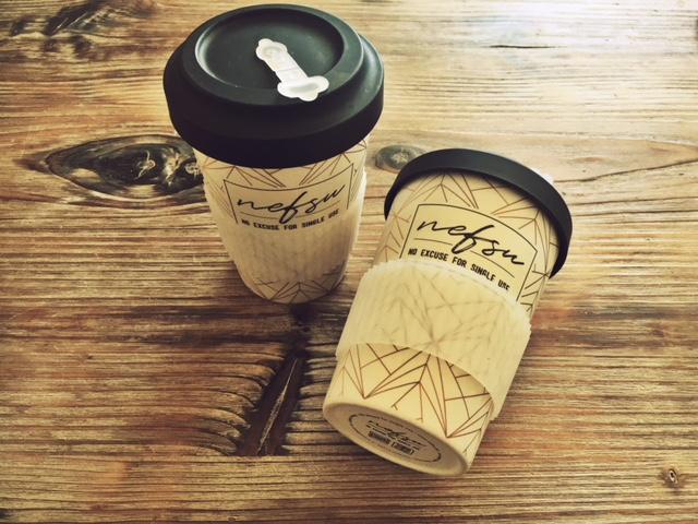 Jeweils einen dieser wiederverwendbaren Coffee-to-go-Becher können zwei meiner Newsletter-Empfänger gewinnen. (Anmelden lohnt sich :-))