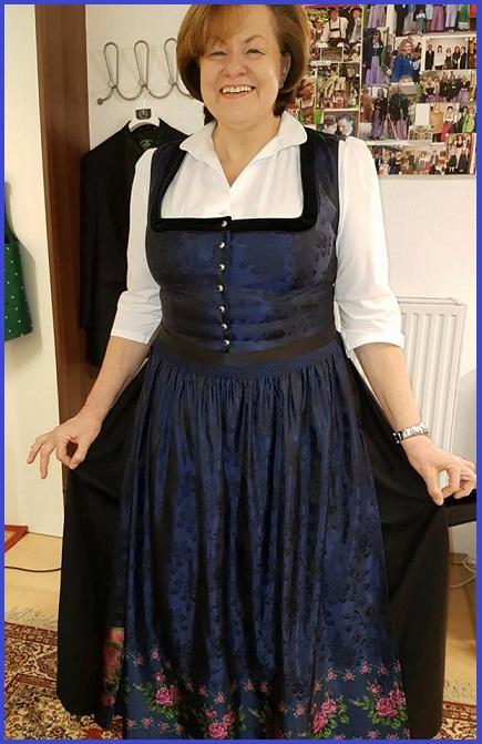 Brigitte Zottl aus Bad Fischau - Mitorganisatorin des beliebten Fischauer Dirndlballs in einem Traumdirndl der Firma Allwerk aus Gmunden:)