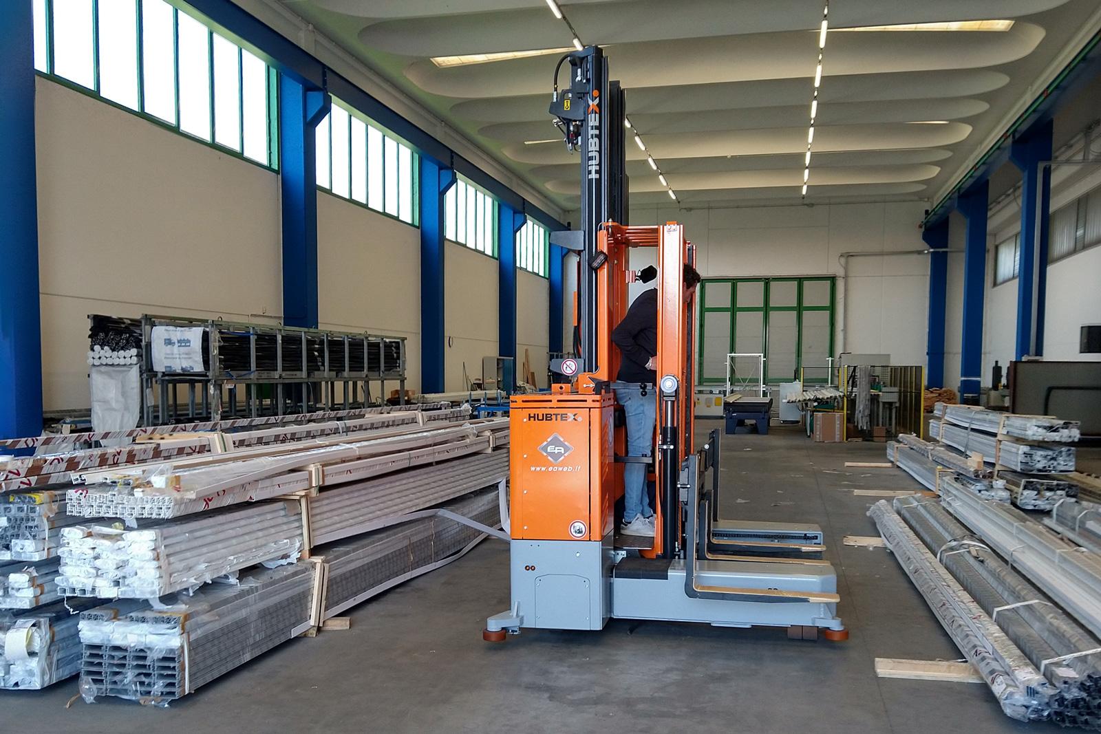 Case study: un carrello elevatore multidirezionale per la movimentazione di profilati in alluminio