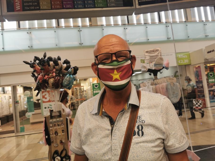 Surinaamse of eigen vlag naar wens