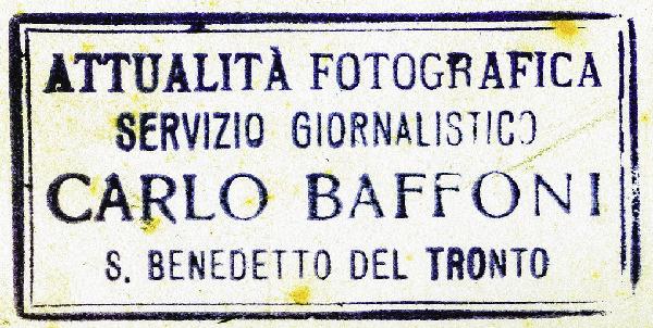 Il classico timbro sul retro delle foto Baffoni