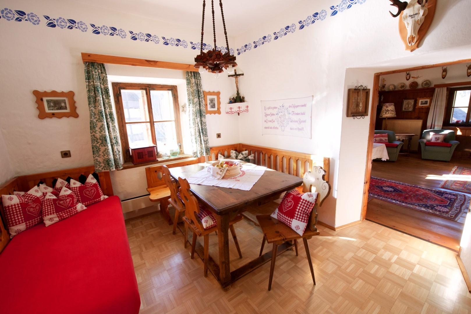 Wohnküche mit Blick in die Jagdstube (Wohnzimmer)