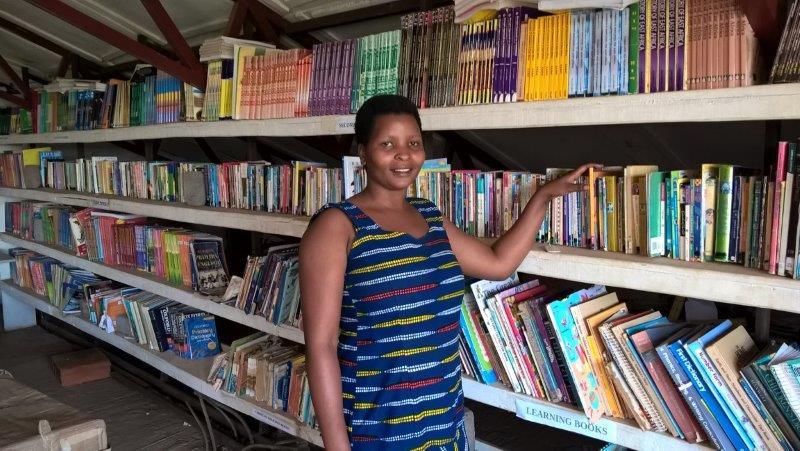 Unsere Bibliothekarin freut sich