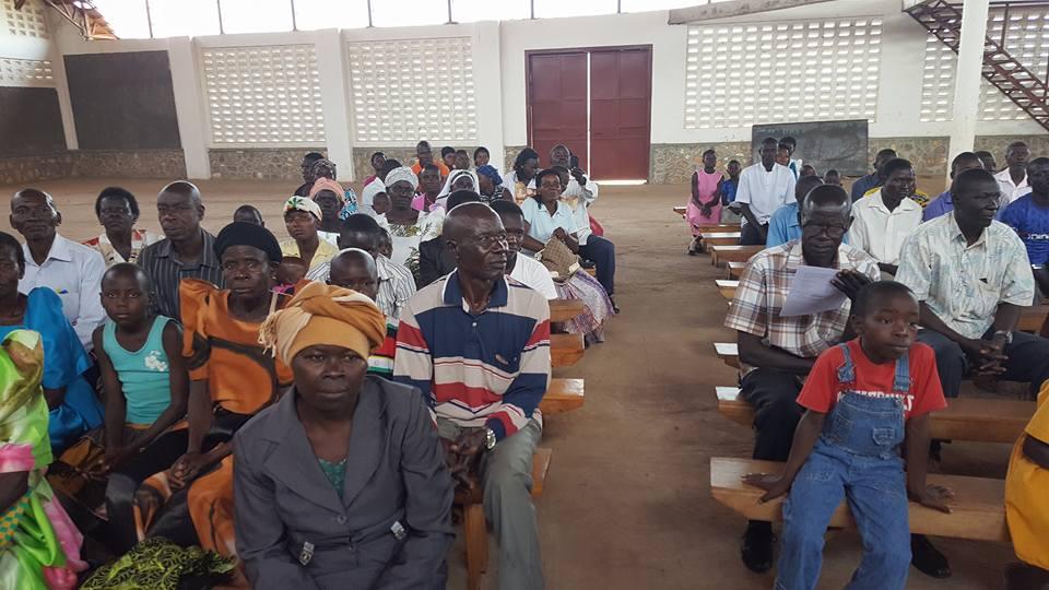 Aufmerksames Publikum bei der Preisverteilung für die besten Schüler
