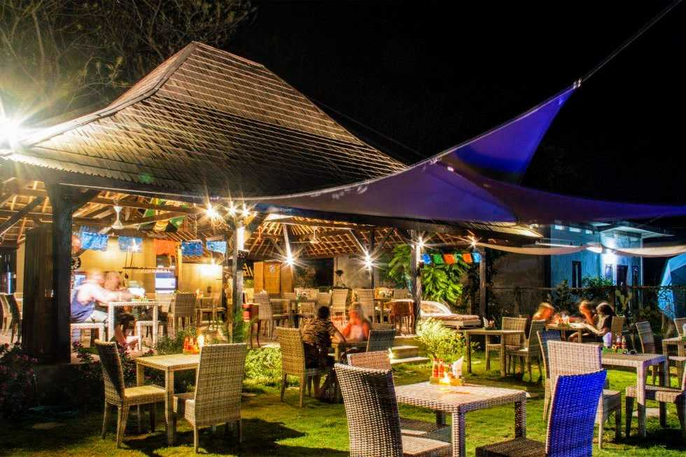 Gili Air restaurant for sale. Lombok real estate for sale by owner
