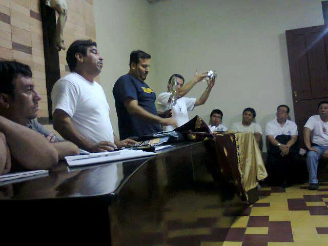 Presentación de la nueva corona y Resplandor en Sesión de Hermandad de Jesús Nazareno de Las Misericordias Y Señor sepultado de La Paz!