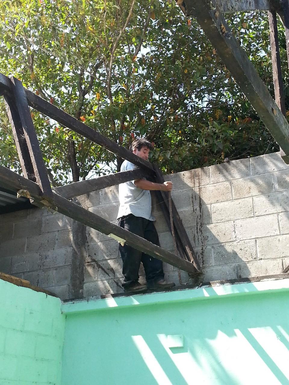 Instalación de cubierta de Salón Diego Moreno en las Instalaciones de la Hermandad de Mazatenango a través del trabajo de Junta Directiva dirigida por el Presidente Leonel Barrios.