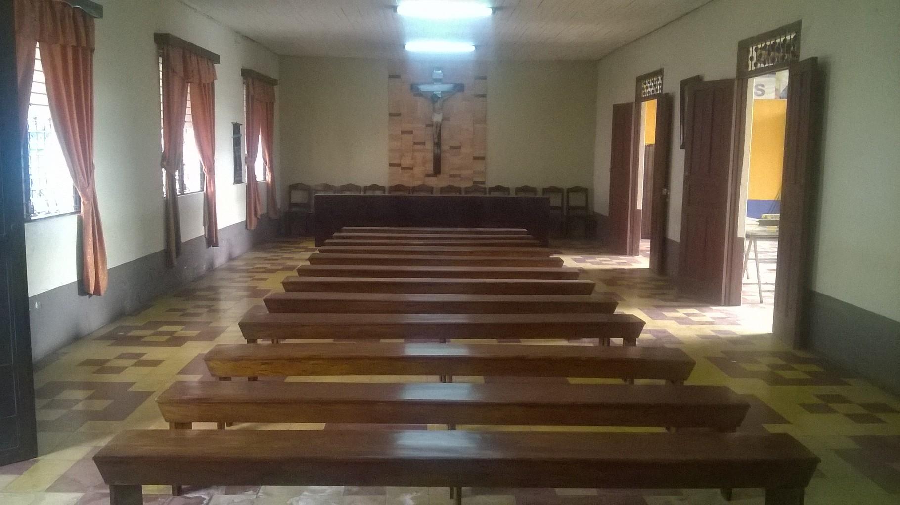 Proyecto de Junta Directiva de la Hermandad de Jesús Nazareno de las Misericordias y señor Sepultado de la Paz , y colaboración del Señor Ramiro San Juan , en la elaboración de 12 bancas y 12 sillas barnizadas, para uso del salón de sesiones Buenaventura