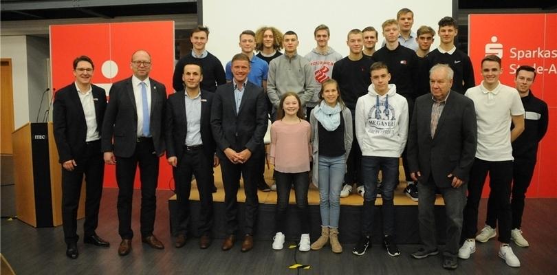 Sportlich Ambitionierte und ehrenamtlich Engagierte: Hansestadt Stade ehrt die Sportler des Jahres in der Kundenhalle der Sparkasse Stade-Altes Land. Foto: Berlin