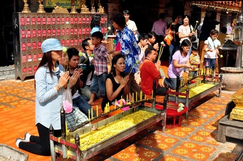 Kleiderordnung am Wat Doi Suthep